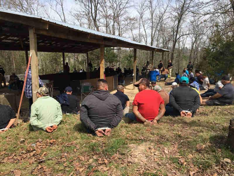 Imigração dos EUA flagra 134 participantes em rinha de galos
