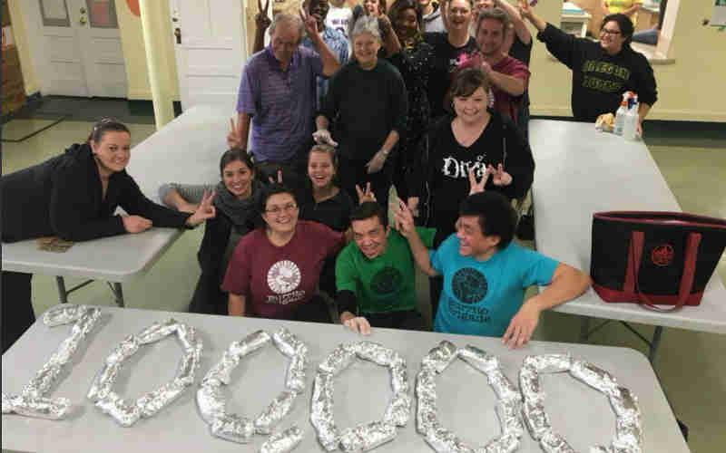 Organização incrível doou mais de 100.000 burritos veganos para pessoas em necessidade!