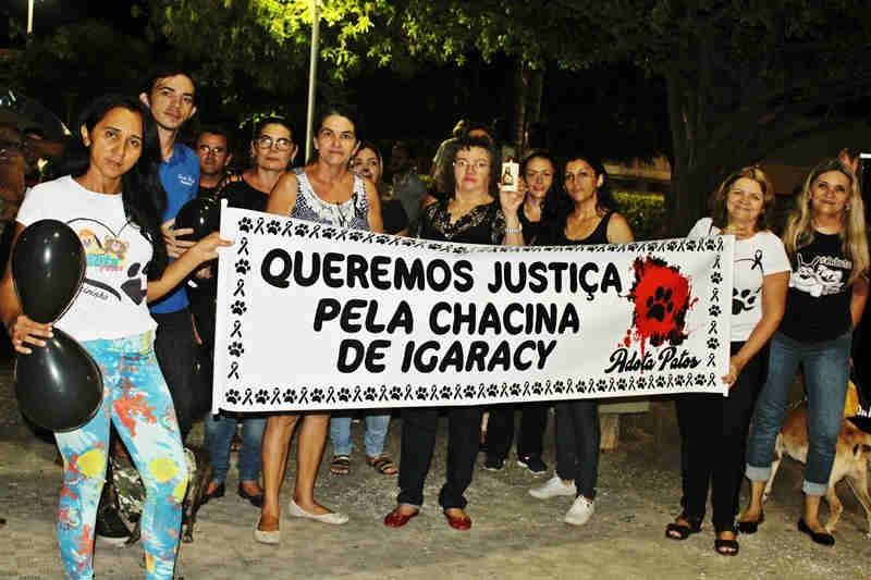 Protetores dos Animais promovem protesto em Patos, PB