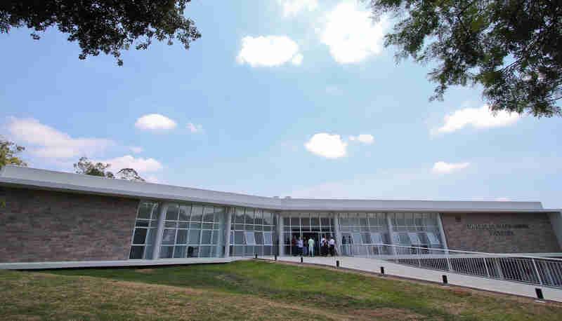 Com licenças, hospital veterinário inaugurado em 2016 começa a funcionar em Porto Alegre, RS