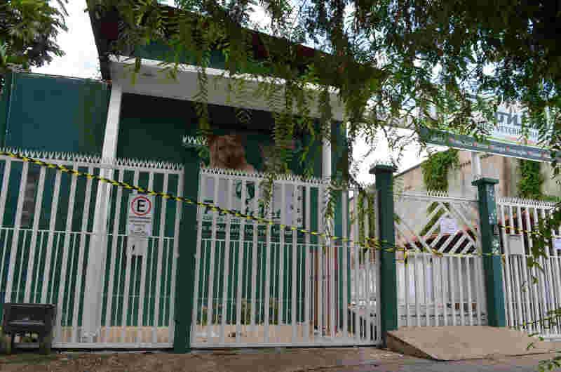 Clínica foi interditada após a invasão e prisão do veterinário (Foto: Jorge Abreu/G1)