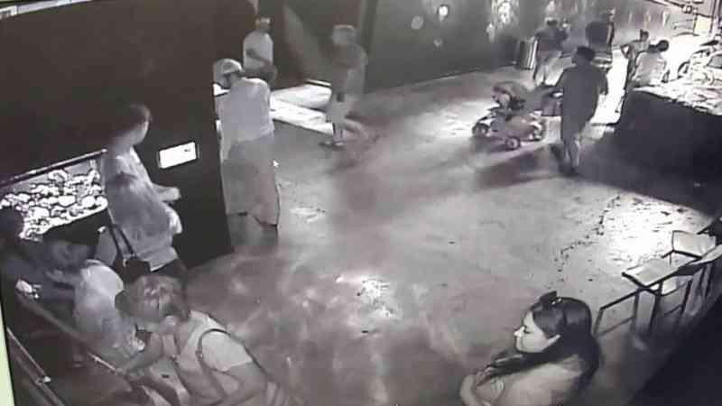 Criminosos usam carrinho de bebê para sequestrar tubarão de aquário