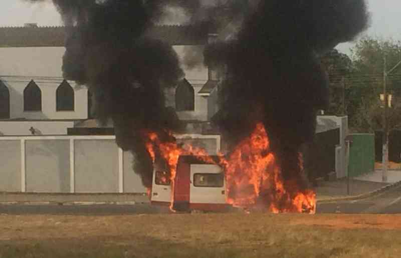 Ambulância do Samu Animal pega fogo em Hortolândia, SP