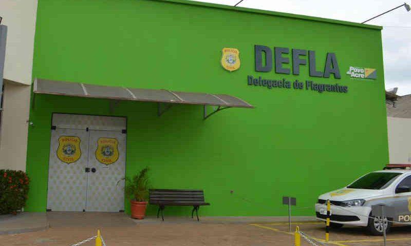 Após denúncia, homem de 55 anos é preso por maus-tratos contra dois cachorros em Rio Branco, AC