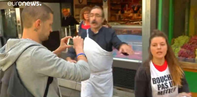 Protestos em França pela defesa dos animais em pontos de venda de carne