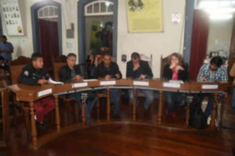 Animais abandonados são pauta de debate na Câmara de Ouro Preto, MG