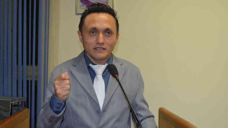 Câmara de Cajazeiras (PB) aprova lei que prevê multa para quem maltratar ou abandonar animais