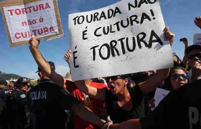 Movimento antitouradas marca manifestação contra tourada das Feiras Novas, em Ponte de Lima, Portugal