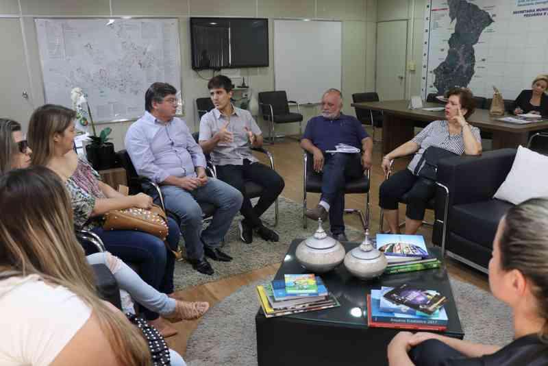 Reunião aborda implantação do Castramóvel em Marília, SP