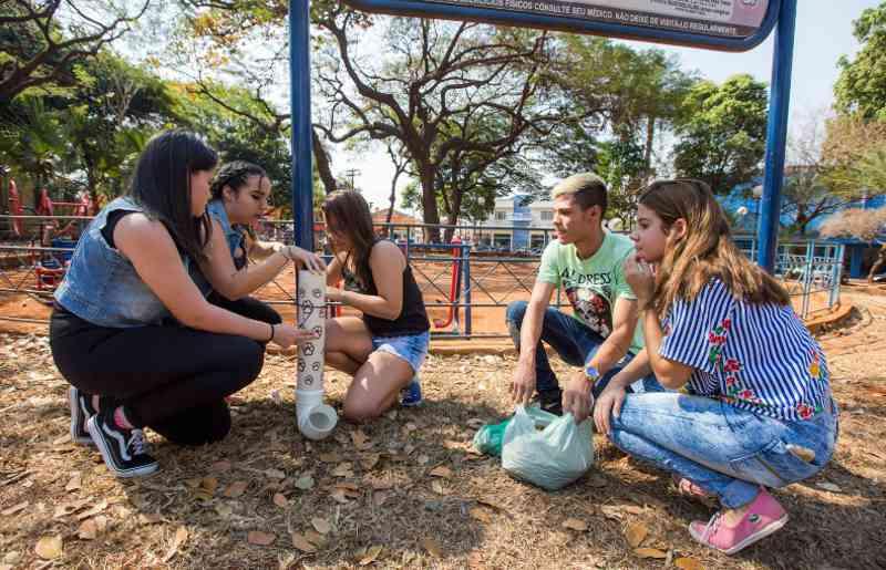 Rodrigo Barbosa, Gabriele Martins, 15, Rafaela Oliveira 14, Nathalia Rotondo, 14 e Letícia Brentegani, 15, em ação (foto: Weber Sian / A Cidade)