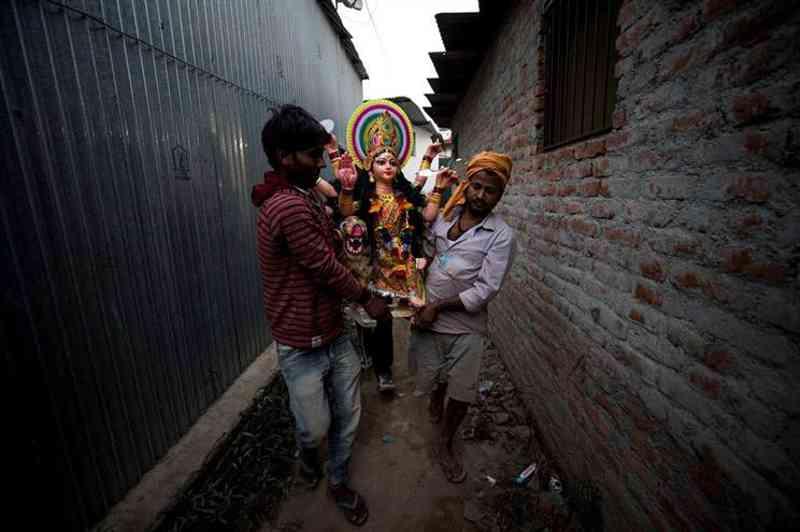 Ativistas lutam contra sacrifício animal em festival religioso no Nepal