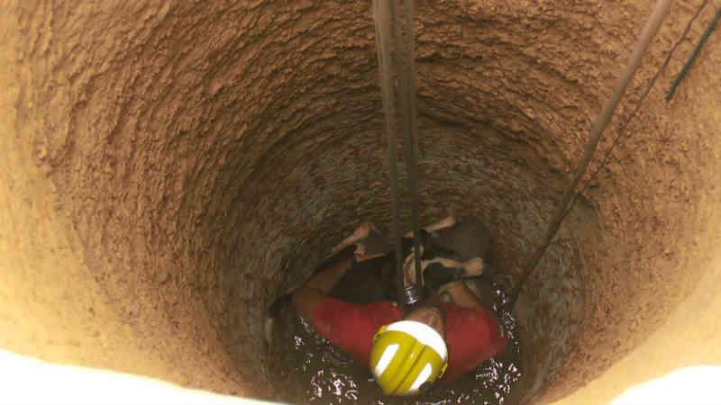 Morador encontra o cachorro que estava sumido há dois dias dentro de poço de 10 metros em RO