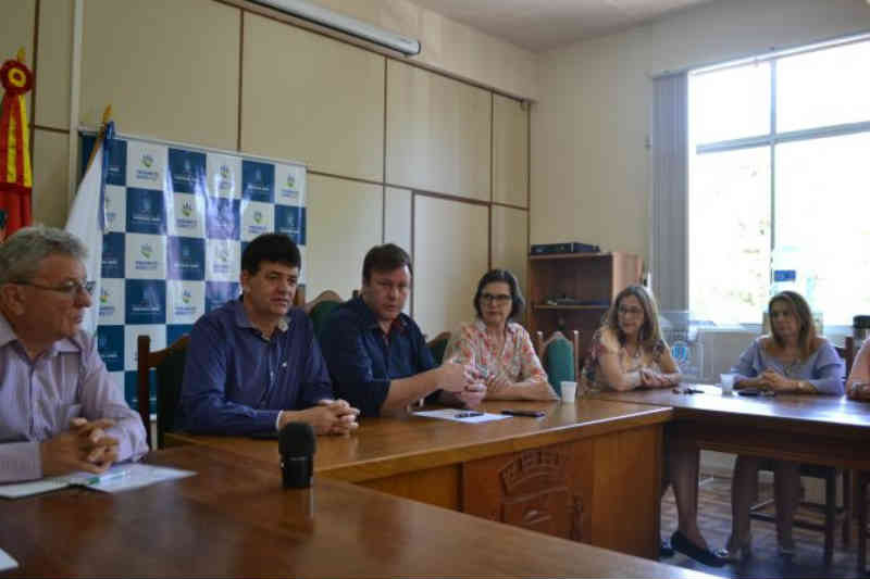 Assinado termo de adesão para castração de animais em Venâncio Aires, RS