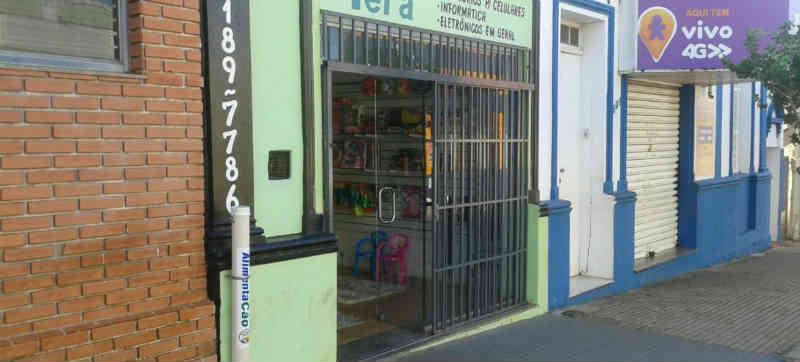 Comerciantes se mobilizam e instalam comedouros para animais de rua em Bocaina, SP