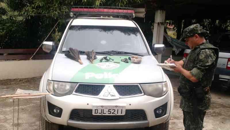 Homem é preso e multado em R$ 12 mil por caçar aves silvestres em São José dos Campos, SP