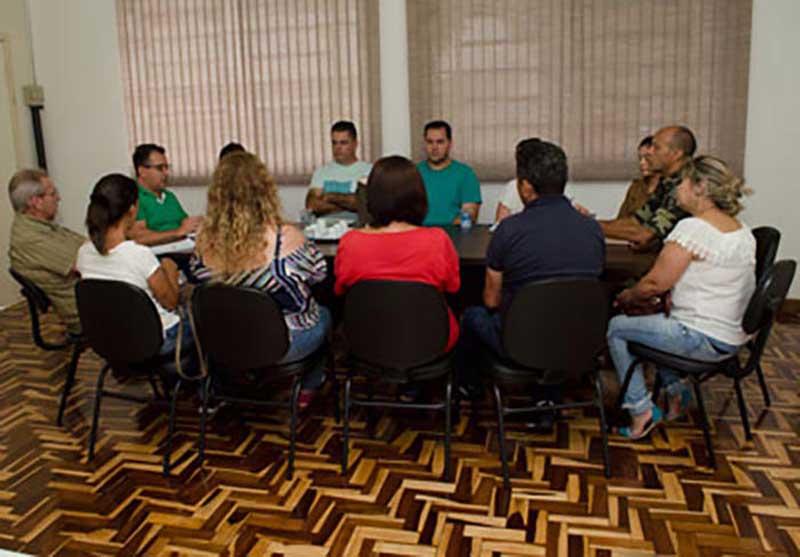Administração municipal discute soluções para reduzir casos de maus-tratos a animais em Cambé, PR