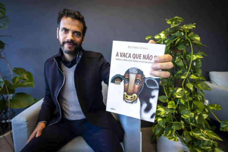 Por detrás da 'máscara' da indústria pecuária, esconde-se 'A Vaca que Não Ri'