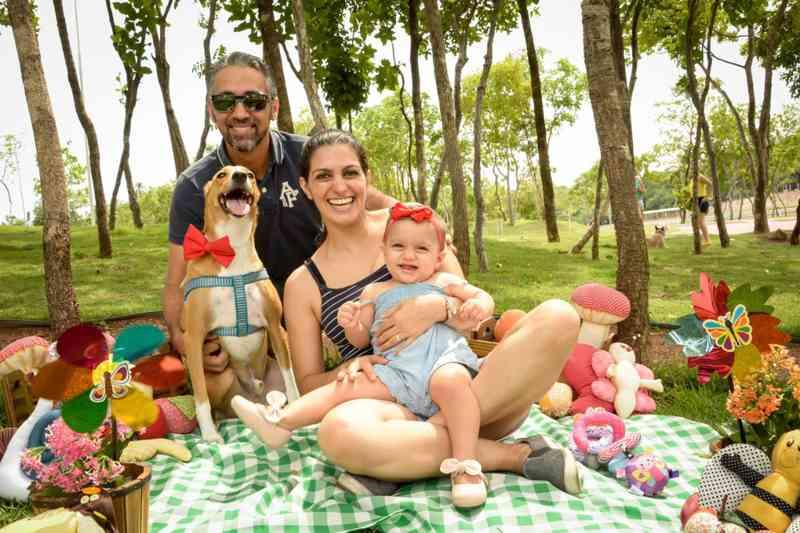 Família em ensaio com animal de estimação — Foto: Mosayne Arantes/ Arquivo pessoal
