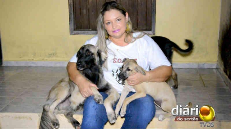 Com problemas financeiros após se afastar da Zoonoses, ativista pede ajuda para alimentar animais de rua