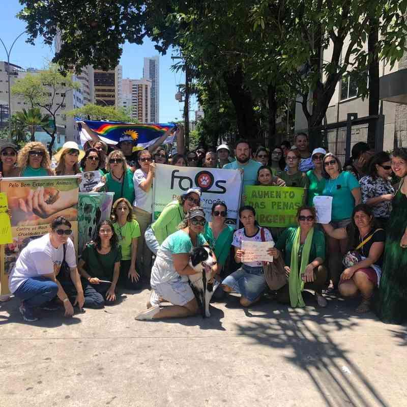 Protesto em Recife pede justiça para cãozinho morto em Osasco