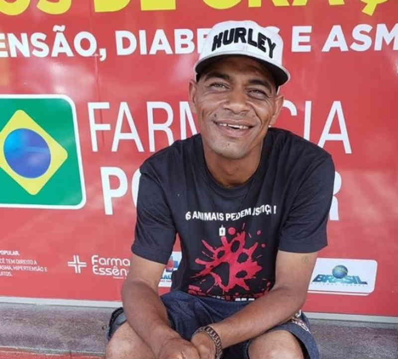 Morador de rua junta dinheiro para ajudar ONG que cuida de animais abandonados em Apucarana, PR