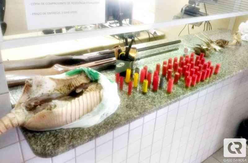 Polícia Ambiental apreende armas, animais abatidos e prende homem por maus-tratos em Joaçaba, SC