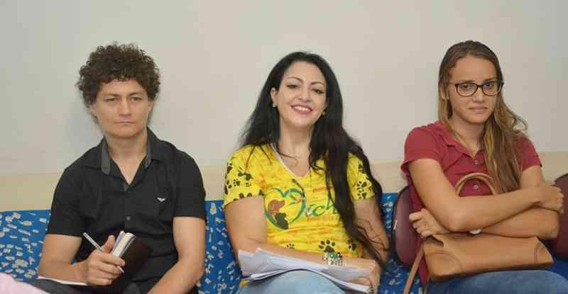 Equipe: Diretora e veterinários voluntários da ONG Michel Amigo Beija Flor - Foto Julimar Queiroz