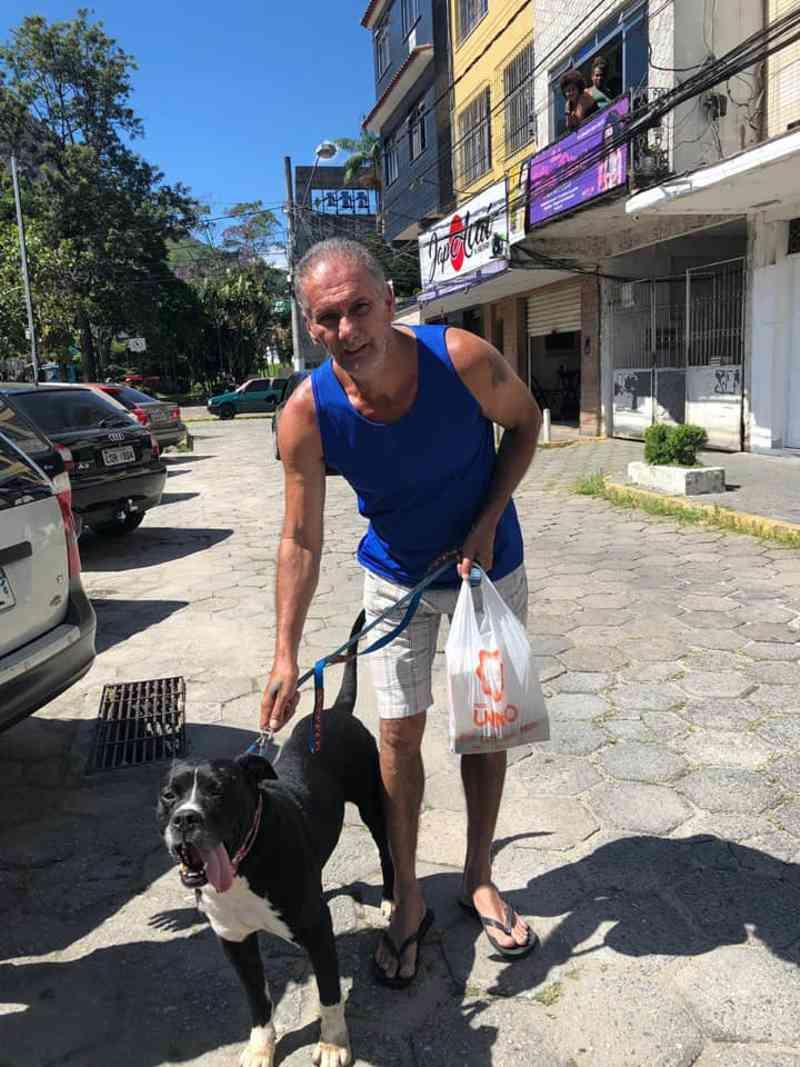 PM resgata e ajuda a encontrar novo lar para cão abandonado em Olaria, Nova Friburgo, RJ
