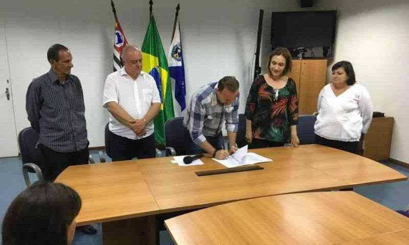 Prefeito de Araraquara (SP) assina lei que proíbe uso de fogos de artifício com barulho