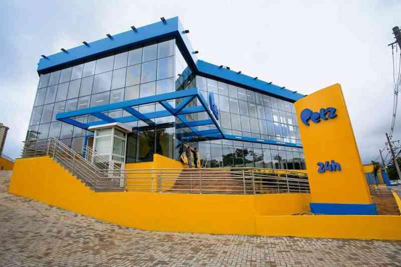 Após fechamento de canil clandestino, rede Petz deixa de vender filhotes