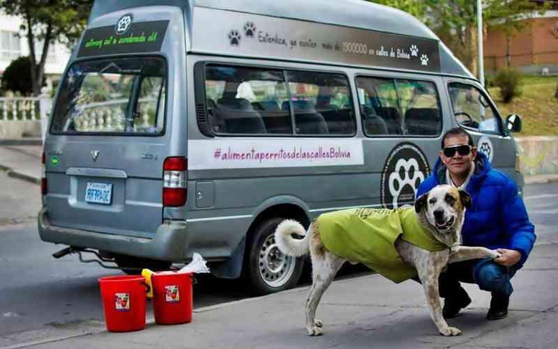 O empresário boliviano que largou tudo para cuidar de cães abandonados
