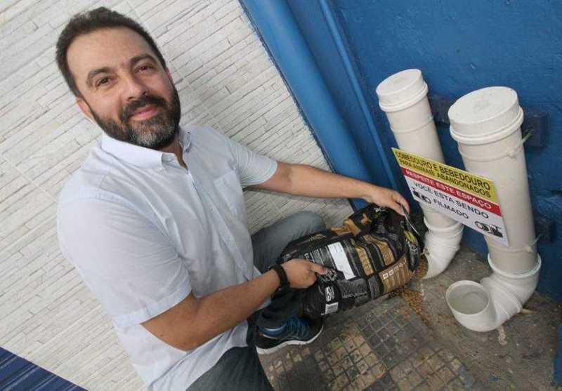 Comerciante faz comedouro e bebedouro para animais de rua em Manaus