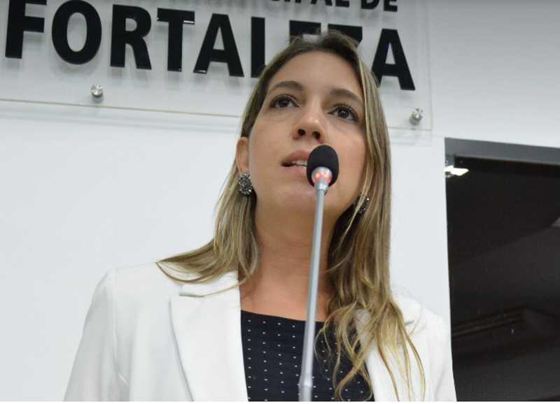 Vereadora quer cumprimento de lei que proíbe utilização de tração animal em transporte de materiais em Fortaleza, CE