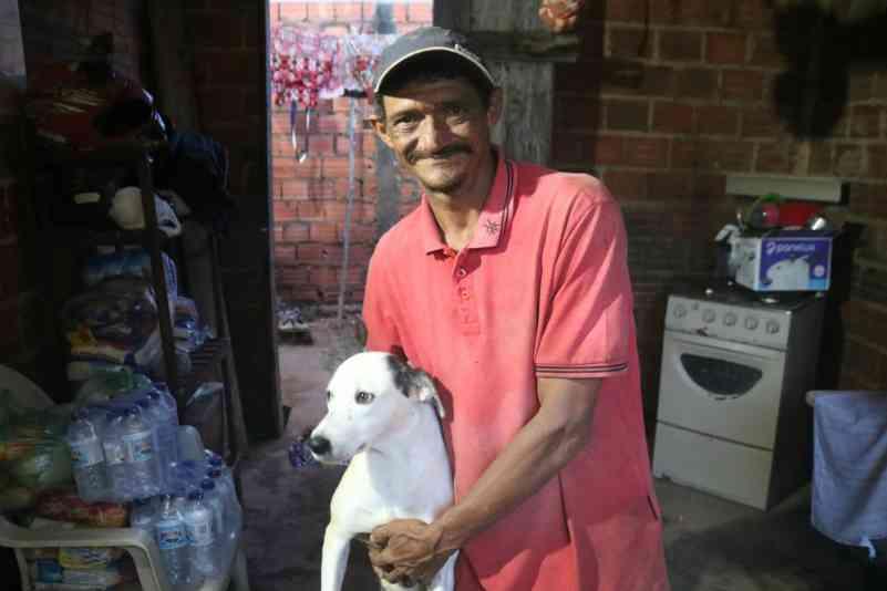 Vítima de inundação voltou para salvar cadela em Teresina: 'preferi salvar meus animais'