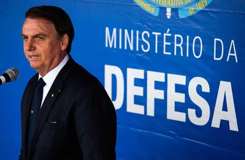 Bolsonaro diz que pretende implementar caça submarina em área protegida