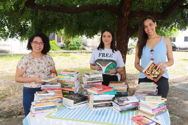 Amigas criam sebo online para vender livros e ajudar animais abandonados em Teresina