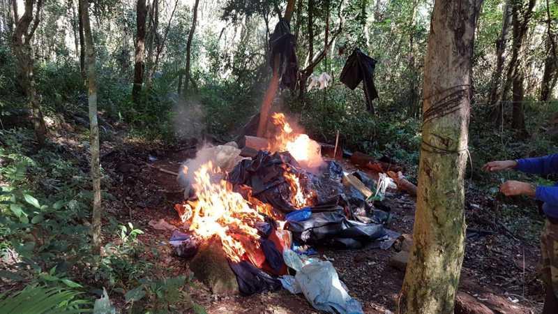 Polícia Ambiental destrói acampamento de caçadores no PR