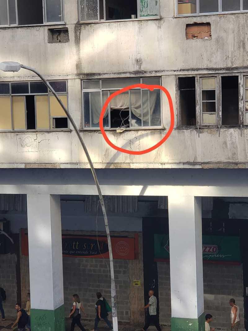 Gatos estão presos no 'Prédio da Caixa' há uma semana, em Niterói, RJ