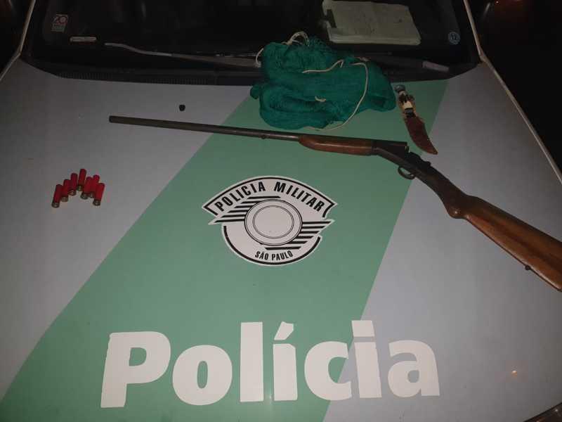 PM Ambiental flagra caçador e apreende arma em Agudos, SP