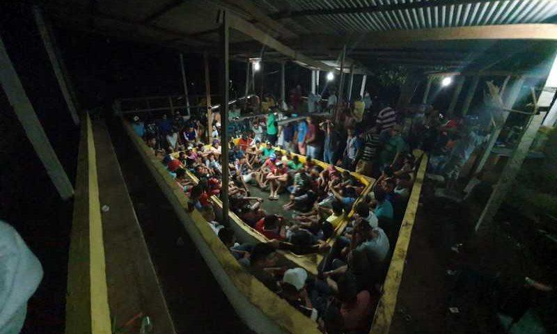Polícia flagra rinha de galo e resgata dezenas de aves em Limoeiro. FOTO: CORTESIA