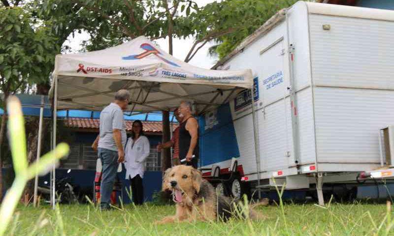 Cerca de 1.250 cães e gatos receberam atendimento do Castramóvel em Três Lagoas, MS