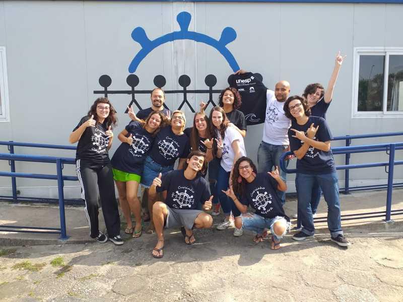 Alunos e voluntários fazem parte do Cursinho Comunitário Caiçara, na Unesp de São Vicente, SP — Foto: Divulgação/Cursinho Comunitário Caiçara