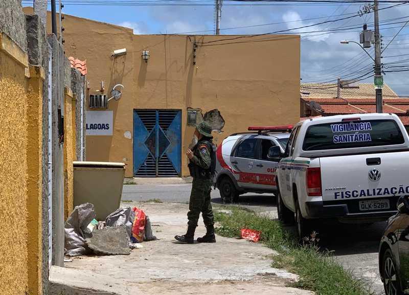 Integrantes da Comissão da OAB, Polícia Militar e Vigilância Sanitária não conseguiram fazer a vistoria no abrigo do Pata Voluntária — Foto: OAB-AL