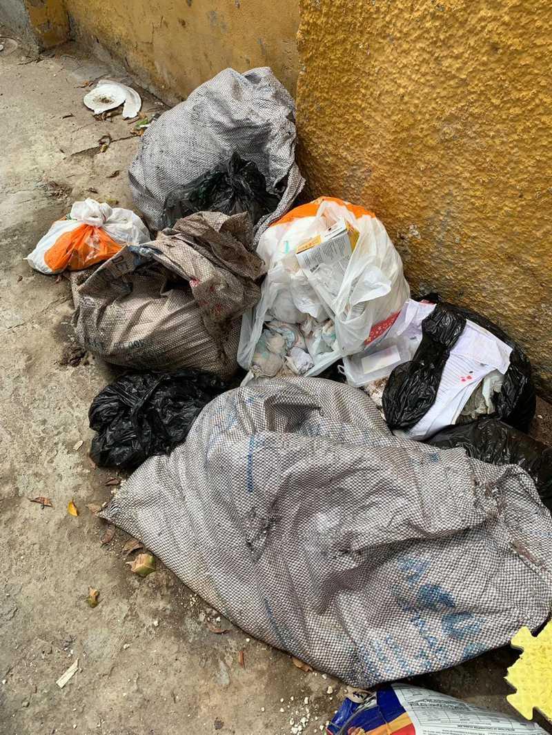 Fiscalização chamou atenção para descarte irregular de resíduos produzidos pelo abrigo Pata Voluntária, em Maceió — Foto: OAB-AL
