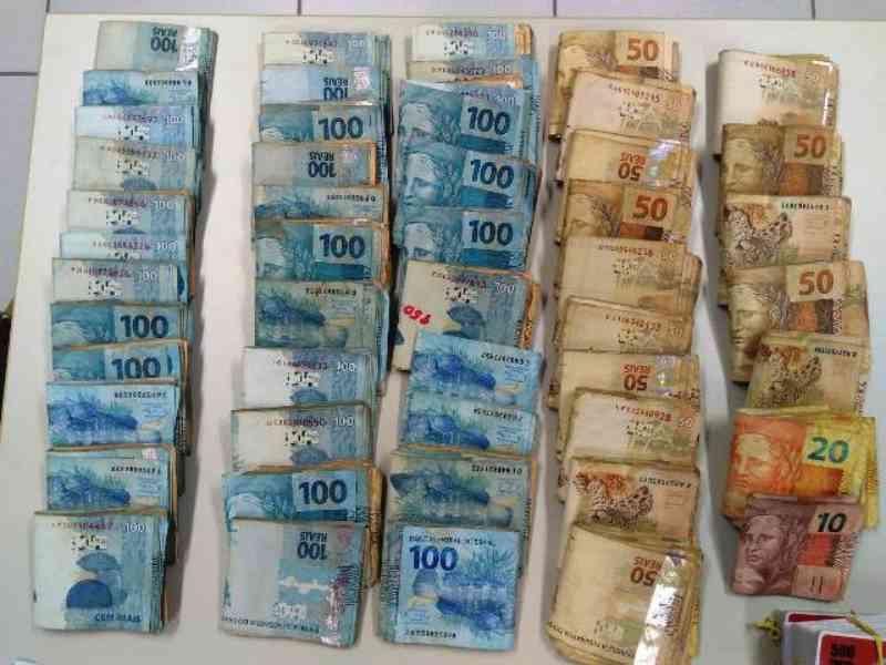 Polícia fecha rinha de galo e apreende mais de R$ 70 mil em São Gonçalo dos Campos, BA