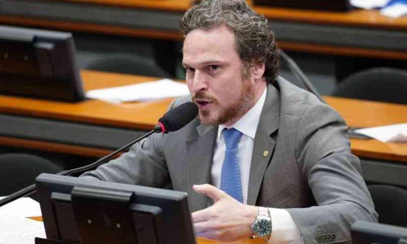 Proibição de uso e comércio de coleiras de choque para animais é aprovada em comissão