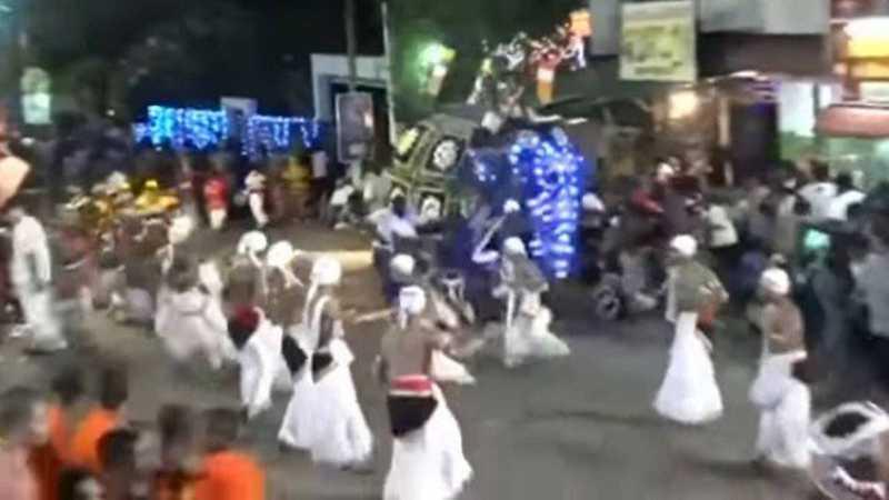Elefante investe contra devotos em festival budista no Sri Lanka Foto: Reprodução/YouTube