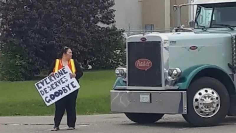 Kattrina Horner, uma ativista dos direitos dos animais, disse que ter sido atingida pelo caminhão a afetou física e mentalmente. (Imagem: Kattrina Horner)