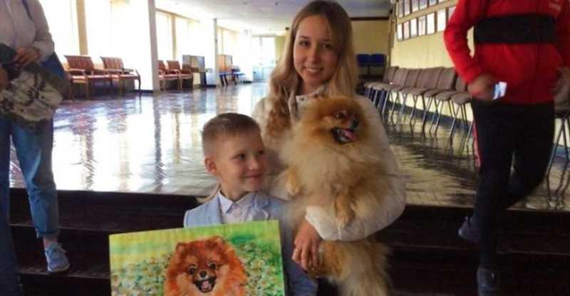 Menino pinta incríveis retratos de animais para alimentar cães e gatos de abrigo