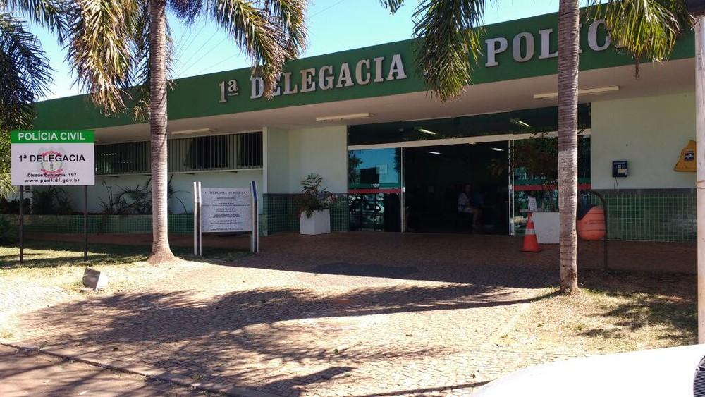 Fachada da delegacia da 1ª DP, em Brasília — Foto: Beatriz Pataro/G1